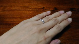 【アイプリモ(I-PRIMO)の口コミ】 レディースの指輪についている、メレダイヤの配置が決めてでした。この指…