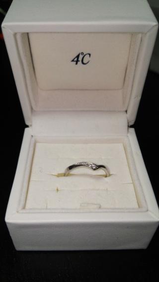 【4℃(ヨンドシー)の口コミ】 婚約指輪と同じ4℃で購入することを決めていました!婚約指輪と重ねてつけ…