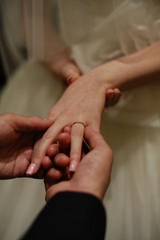 【ENUOVE(イノーヴェ)の口コミ】 ゴールドで華奢なデザインを探していました。 婚約指輪をもらわなかったの…