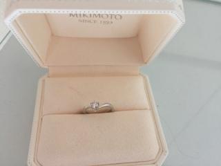 【MIKIMOTO(ミキモト)の口コミ】 婚約指輪のダイヤのカットがとても素敵で、キラキラ輝くところに心が惹かれ…