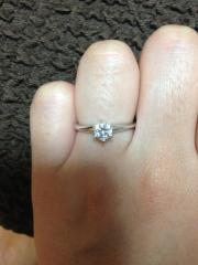 【ティファニー(Tiffany & Co.)の口コミ】 ダイヤがとても大きくて気に入っています。 最初はもう少し小さいのでいい…