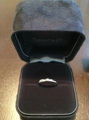 【ティファニー(Tiffany & Co.)の口コミ】 シンプルで、家事や育児、仕事にも支障をきたさない指輪を探していました…