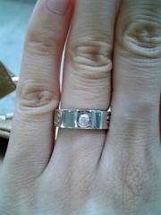 【カルティエ(Cartier)の口コミ】 少し婚約指輪には見えないと周りに言われてしまうのですが毎日つけたいと思…