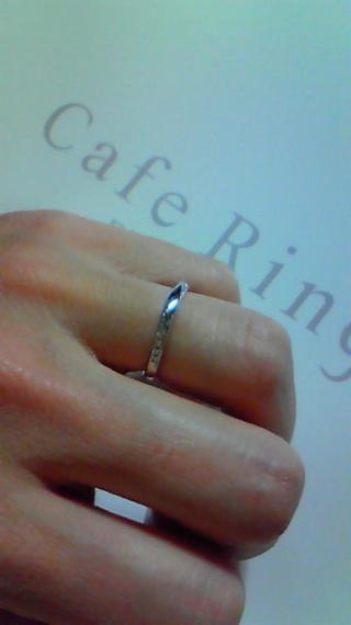 【Cafe Ring(カフェリング)の口コミ】 完全に旦那さんの趣味です。 婚約指輪は私が選んだので結婚指輪はお揃いで…