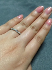 【エクセルコダイヤモンド(EXELCO DIAMOND)の口コミ】 結婚式場からの紹介で訪問しました。普段アクセサリーは着用しないため、旦…