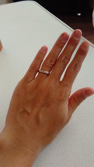 【アイプリモ(I-PRIMO)の口コミ】 結婚指輪はシンプルすぎず派手すぎすのものを探していました。 この指輪は…