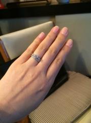 【エクセルコダイヤモンド(EXELCO DIAMOND)の口コミ】 セットでつけた時に、華やかになるようなミル打ちのデザインで探してました…
