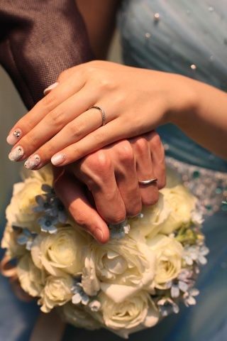 【アイプリモ(I-PRIMO)の口コミ】 Vラインは指を細長く見せてくれるデザインで、ダイヤがウェーブして長く入…