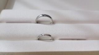 【MIKIMOTO(ミキモト)の口コミ】 シンプルなデザインに小さなダイヤが3つ距離が近く並んでいて、光があたる…