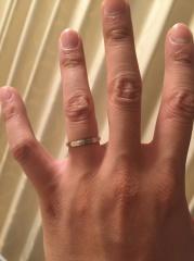 【カルティエ(Cartier)の口コミ】 妻の希望もあり、カルティエで購入しました。 シンプルなプラチナリングで…
