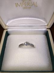 【IMPERIALの口コミ】 めったに指輪をはめないというのはもったいないと思い、普段使いできる、小…
