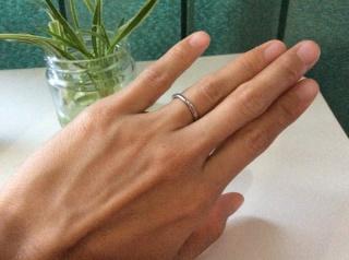 【4℃(ヨンドシー)の口コミ】 私の手がゴツゴツしていて、色黒なので細身のシンプルなリングを探していて…