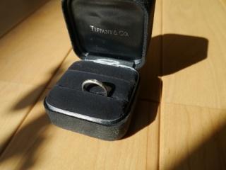 【ティファニー(Tiffany & Co.)の口コミ】 エタニティーリングのようなダイヤモンドをちりばめたデザインとベーシック…