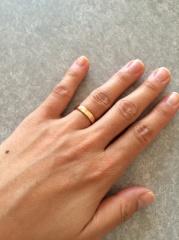 【カルティエ(Cartier)の口コミ】 カルティエの中でも可愛らしいデザインです。少し厚みのあるリングですが、…