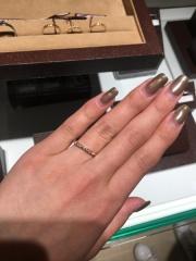 【ORECCHIO(オレッキオ)の口コミ】 かなり細身のデザインですが、そのわりに存在感がある指輪です。ダイヤモ…