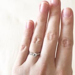 【I's stone(アイズストーン)の口コミ】 真ん中のダイヤ+リング部分にもメレダイヤが入っているリングを探していて…