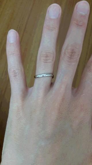 【スタージュエリー(STAR JEWELRY)の口コミ】 結婚記念品がこちらのブランドの腕時計でしたので、結婚指輪も同じブラン…