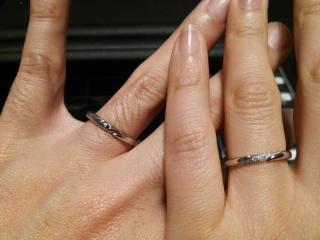 【エクセルコダイヤモンド(EXELCO DIAMOND)の口コミ】 今まで指輪などアクセサリーを着けたことの無かった主人でも、指馴染みがよ…