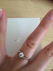 【4℃(ヨンドシー)の口コミ】 そこまで高くなかったのと、王道の1粒ダイヤの指輪を探していた中で、自分…
