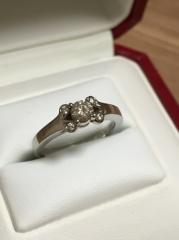 【カルティエ(Cartier)の口コミ】 結婚指輪と婚約指輪のセットリングと悩んでいましたが、将来的に結婚指輪…