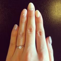 【ete(エテ)の口コミ】 私は普段から華奢なリングをしているため、婚約指輪もボリュームのあるラ…