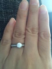 【カルティエ(Cartier)の口コミ】 憧れのカルティエ!婚約指輪は絶対カルティエと決めていました。大粒のダ…