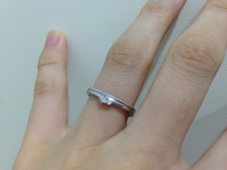 【メデルジュエリー(Mederu jewelry)の口コミ】 ブランドにこだわりはなく、とにかく好みのデザインの指輪を探していまし…