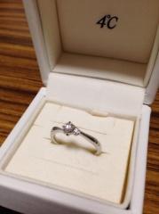 【4℃(ヨンドシー)の口コミ】 元々好きだった4℃で婚約、結婚指輪を買おうと決めていました! 普段から…