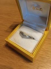 【ケイウノ ブライダル(K.UNO BRIDAL)の口コミ】 婚約指輪もこちらで購入していたので、重ね付けできるようなデザインで且つ…