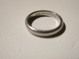【ティファニー(Tiffany & Co.)の口コミ】 母が同じ形の結婚指輪だったので、迷うことなくこのシンプルな形の結婚指輪…