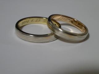 【杢目金屋(もくめがねや)の口コミ】 婚約指輪と同じ金属板(シルバー・ホワイトゴールド・ピンクゴールド)か…