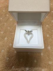 【スタージュエリー(STAR JEWELRY)の口コミ】 婚約指輪なので、今後着ける頻度は少ないものの、華やかなデザインが良いと…