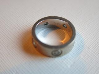 【カルティエ(Cartier)の口コミ】 カルティエの指輪はエレガントで大人な女性のイメージがあったので、婚約…