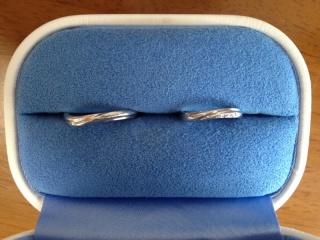 【銀座ダイヤモンドシライシの口コミ】 婚約指輪を同じお店で購入しました。 重ねづけできるタイプのものを探して…