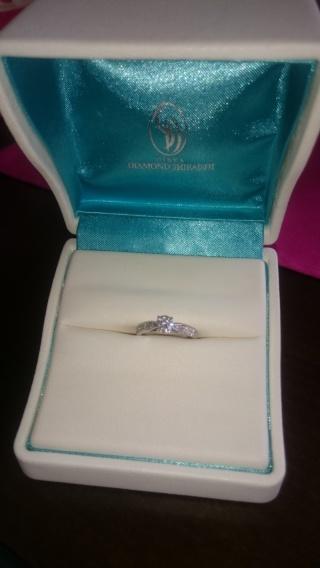 【銀座ダイヤモンドシライシの口コミ】 婚約指輪を一緒に選びにいくことになり、ゼクシィなどの結婚に関する雑誌…