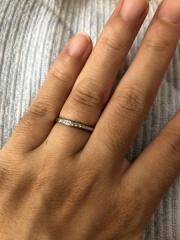 【Something Blue(サムシングブルー)の口コミ】 キラキラしている指輪に憧れて購入。価格も手ごろだった為。そして、プラ…