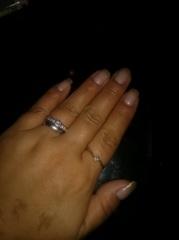 【銀座ダイヤモンドシライシの口コミ】 下見に行き、親切に希望の物をさがさせてくれました。立て爪の婚約指輪で、…