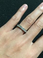 【ブルガリ(BVLGARI)の口コミ】 ダイヤが入っていて結婚指輪と一緒につけられるものを探していました。 光…