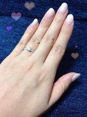【AHKAH(アーカー)の口コミ】 ずっとあこがれだった指輪です。ハーフエタニティの真ん中にお花の形の台…