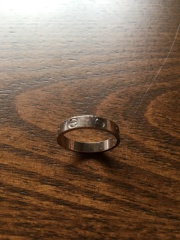 【カルティエ(Cartier)の口コミ】 主人の強い希望によりこちらの指輪に決めました。結婚指輪は石が入ってい…