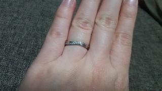 【銀座ダイヤモンドシライシの口コミ】 二人で試着してみて、婚約指輪と一緒につけられるデザインがよかったこと…