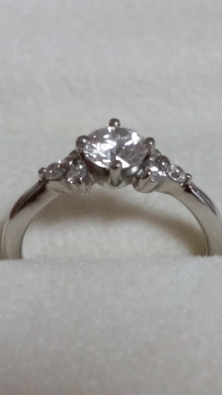 【アンジェリックフォセッテ(Angelique Fossette)の口コミ】 購入後も来店すれば、指輪をきれいに磨いてくれるサービスがあること。ダイ…