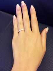 【グラフ(GRAFF)の口コミ】 婚約指輪と一緒につけてもバランスがとれるものを探していました。 他ブラ…
