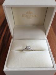 【システィーナGINZAの口コミ】 オリジナルの指輪を作って頂けるという事で、 リング部分が細く、かつ中央…