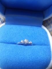 【銀座ダイヤモンドシライシの口コミ】 Vラインの指輪が可愛いなと思っていて、実際に試着してみて、これだ!と…