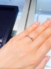 【ROYAL ASSCHER(ロイヤル・アッシャー)の口コミ】 つけたときのフィット感がとてもよくてすぐにこれだ!って思えた指輪でした…