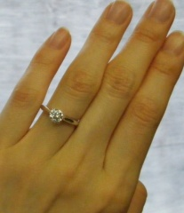 【ハリー・ウィンストン(Harry Winston)の口コミ】 ずっと前から欲しかった指輪なのでもらった時はすごくびっくりしました。 …