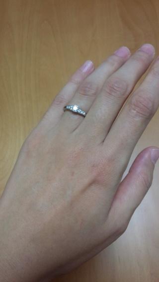 【俄(にわか)の口コミ】 メレダイヤがついたものが欲しかったのですが、お店で一目見た時にこれだ!…
