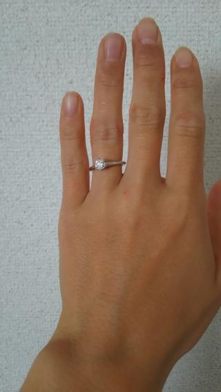 【ティファニー(Tiffany & Co.)の口コミ】 シンプルなリングと上品な形のダイヤで、かしこまった場所や少しオシャレな…