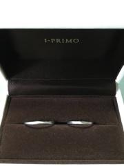 【アイプリモ(I-PRIMO)の口コミ】 ダイヤなどの石が付いてなくて、シンプルなもので男女ともにつけやすいとこ…